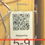 QR-koden scannes av egne smarttelefon-apper